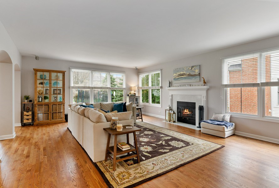 Real Estate Photography - 1680 Primrose lane, Glenview, IL, 60026 - Family Room