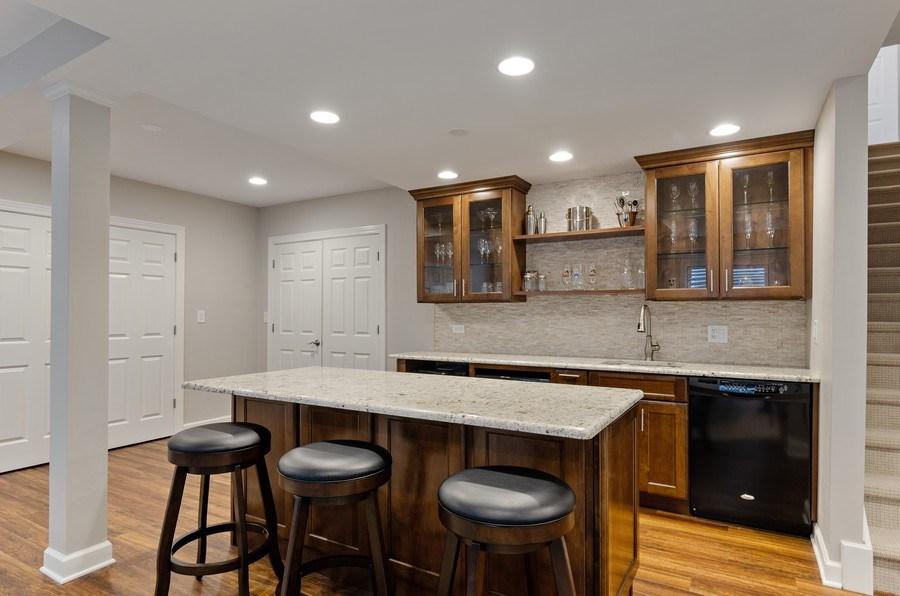 Real Estate Photography - 1680 Primrose lane, Glenview, IL, 60026 - Bar