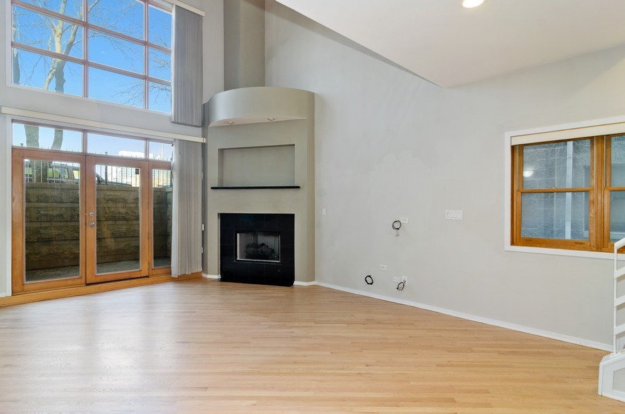 Real Estate Photography - 1339 N Mohawk #1N, Chicago, IL, 60610 - Living Room