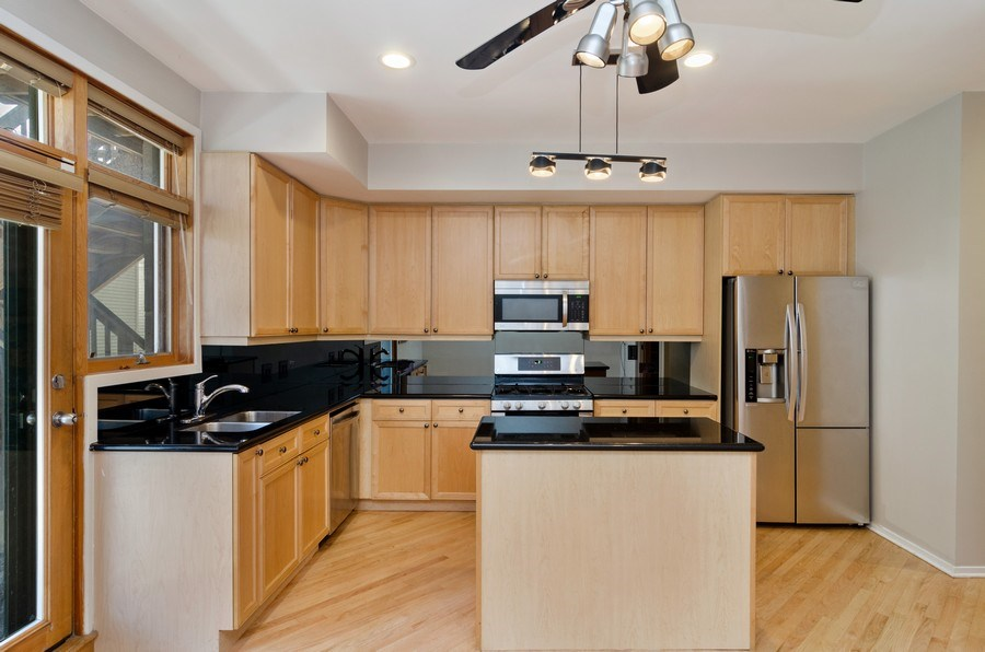 Real Estate Photography - 1339 N Mohawk #1N, Chicago, IL, 60610 - Kitchen