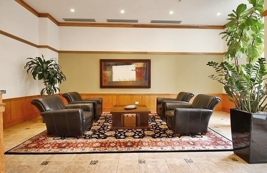 Real Estate Photography - 1640 Maple Avenue, Unit 1606, Evanston, IL, 60201 - Lobby Receiving Area