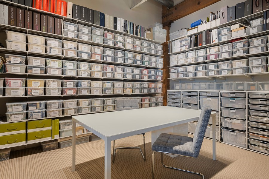 Real Estate Photography - 2401 W Ohio, #1, Chicago, IL, 60612 - Library