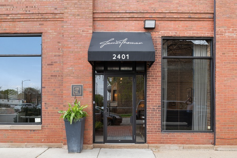 Real Estate Photography - 2401 W Ohio, #1, Chicago, IL, 60612 - Front View