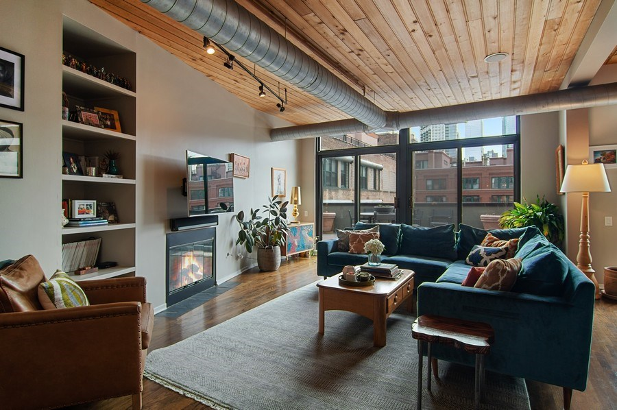 Real Estate Photography - 375 W. Erie St., 610, Chicago, IL, 60654 - Living Room