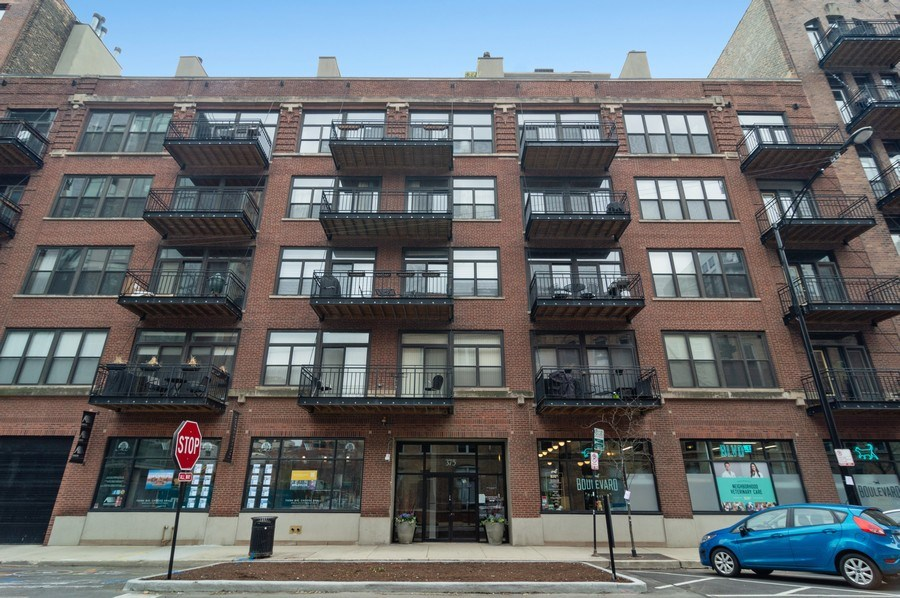 Real Estate Photography - 375 W. Erie St., 610, Chicago, IL, 60654 - Front View