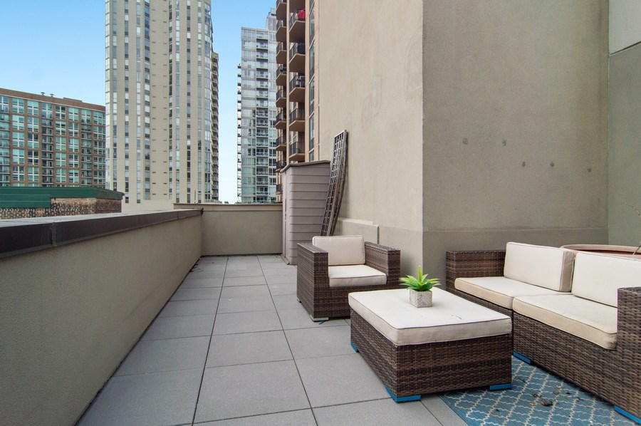 Real Estate Photography - 375 W. Erie St., 610, Chicago, IL, 60654 - Deck