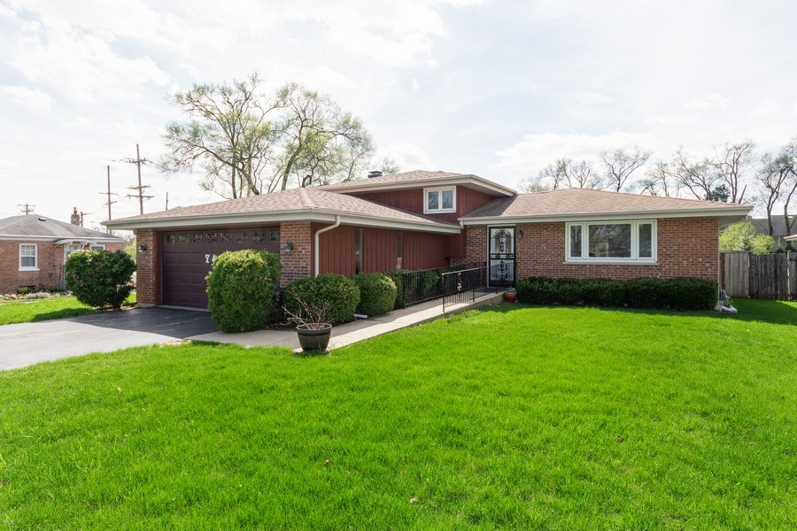 Real Estate Photography - 748 Warren, Palatine, IL, 60067 - Front View