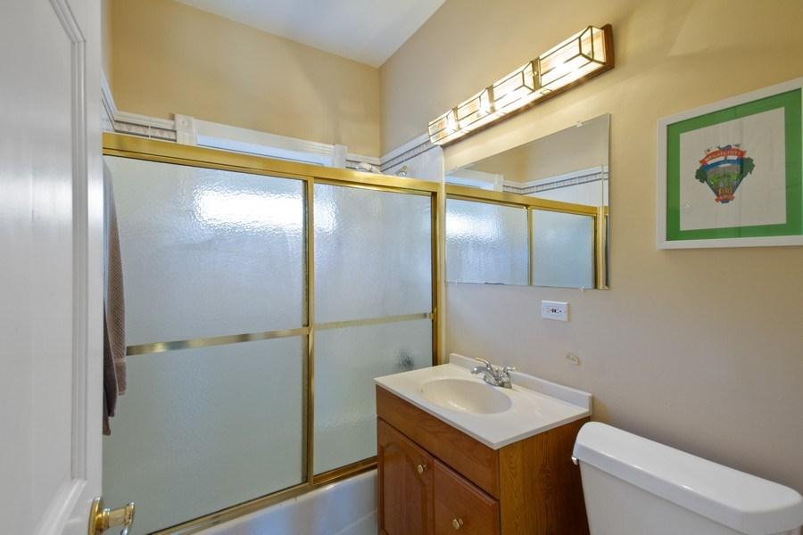 Real Estate Photography - 128 Washington, Park Ridge, IL, 60068 - 1st floor bath