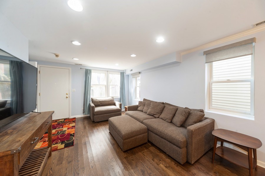 Real Estate Photography - 2637 N Marshfield Ave, Chicago, IL, 60614 - Living Room