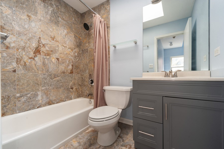 Real Estate Photography - 2637 N Marshfield Ave, Chicago, IL, 60614 - Upstairs Bathroom