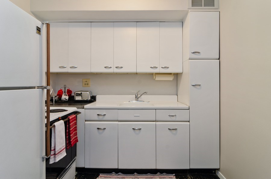 Real Estate Photography - 3100 N Lake Shore Dr, 902, Chicago, IL, 60657 - Kitchen