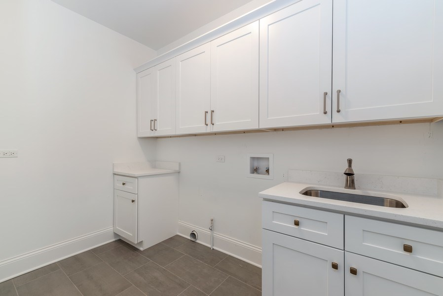 Real Estate Photography - 1110 Manor Dr, Wilmette, IL, 60091 - Laundry Room