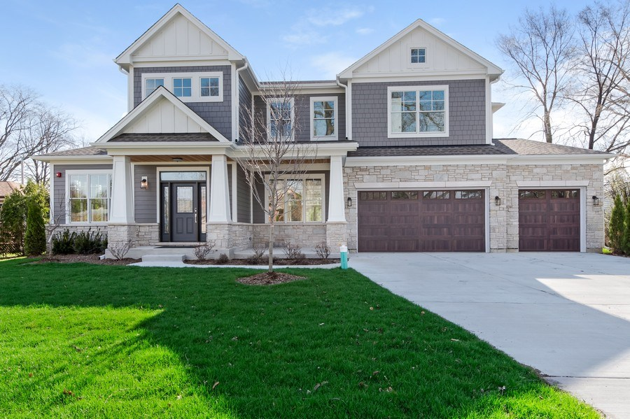 Real Estate Photography - 1110 Manor Dr, Wilmette, IL, 60091 - Front View