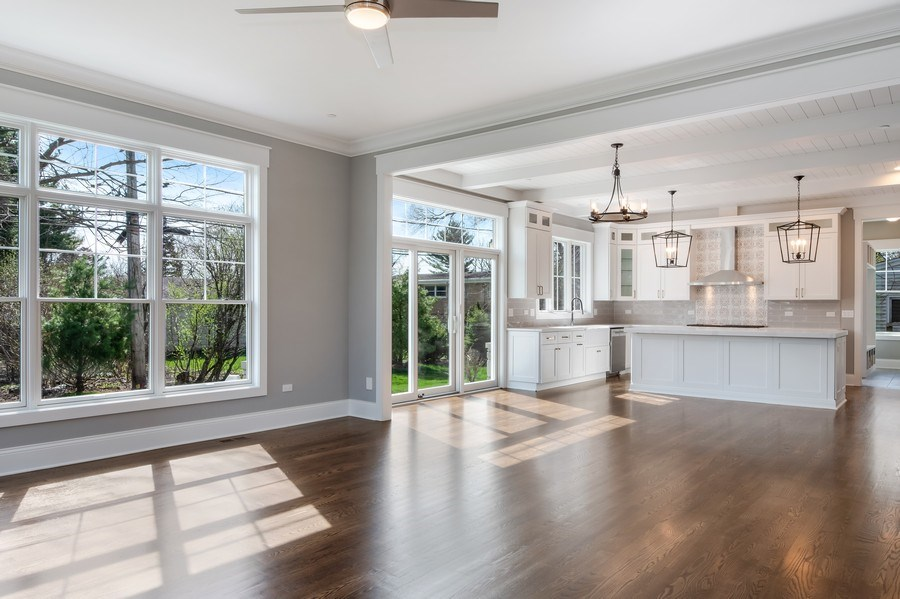 Real Estate Photography - 1110 Manor Dr, Wilmette, IL, 60091 - Kitchen / Living Room