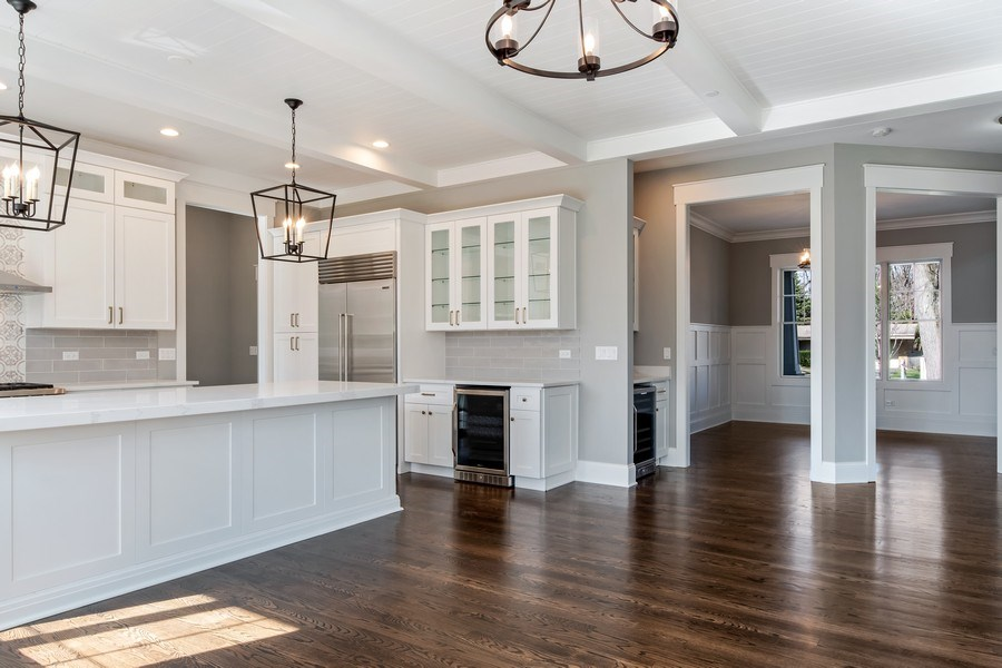 Real Estate Photography - 1110 Manor Dr, Wilmette, IL, 60091 - Kitchen / Dining Room