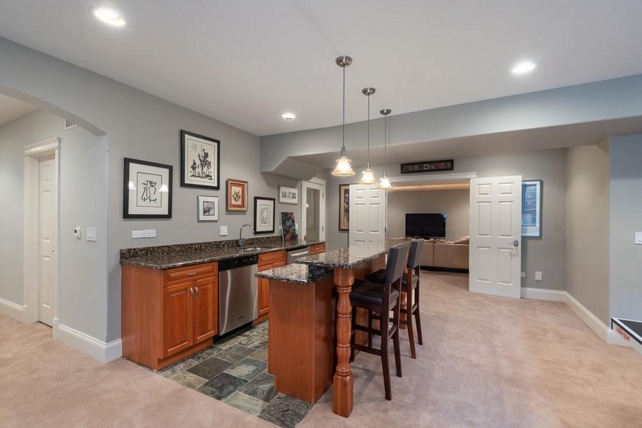 Real Estate Photography - 323 Thackeray, Northfield, IL, 60093 - Bar