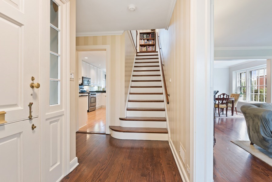 Real Estate Photography - 1156 Cherry, Winnetka, IL, 60093 - Entryway