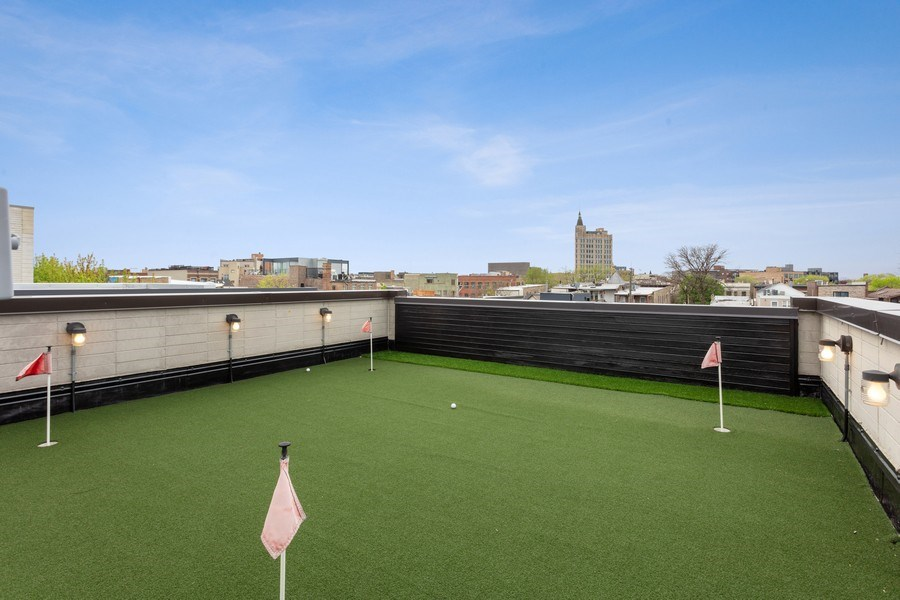 Real Estate Photography - 1627 N Wolcott, Chicago, IL, 60622 - Putting Range