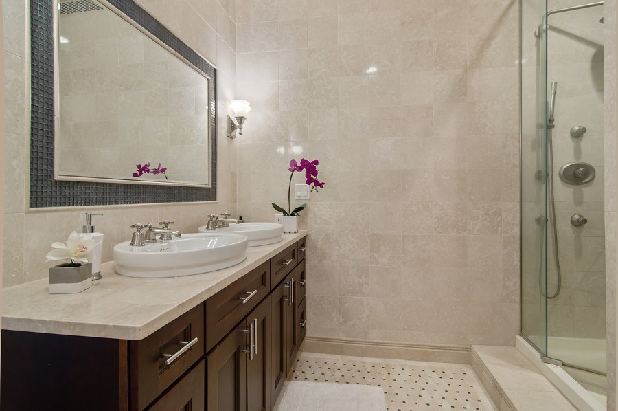 Real Estate Photography - 910 S Michigan, #1903, Chicago, IL, 60605 - 2nd Bathroom