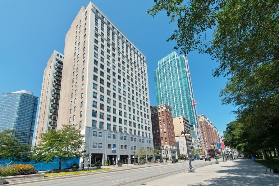 Real Estate Photography - 910 S Michigan, #1903, Chicago, IL, 60605 - Exterior