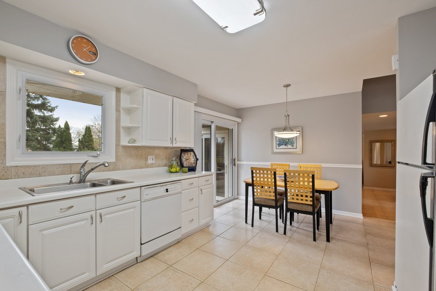 Real Estate Photography - 1721 E Seminole Ln, Mount Prospect, IL, 60056 - Kitchen / Breakfast Room