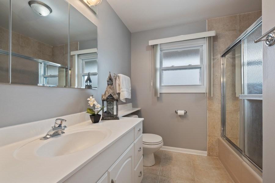 Real Estate Photography - 1721 E Seminole Ln, Mount Prospect, IL, 60056 - 2nd Bathroom