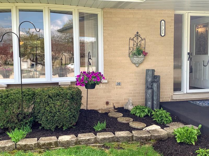 Real Estate Photography - 1721 E Seminole Ln, Mount Prospect, IL, 60056 - ENTRY