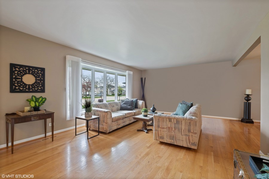 Real Estate Photography - 1721 E Seminole Ln, Mount Prospect, IL, 60056 -