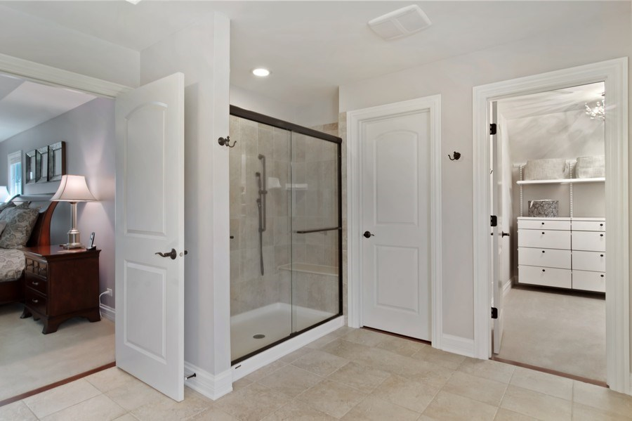Real Estate Photography - 6 Scarlet Oak, Hawthorn Woods, IL, 60047 - Master Bathroom