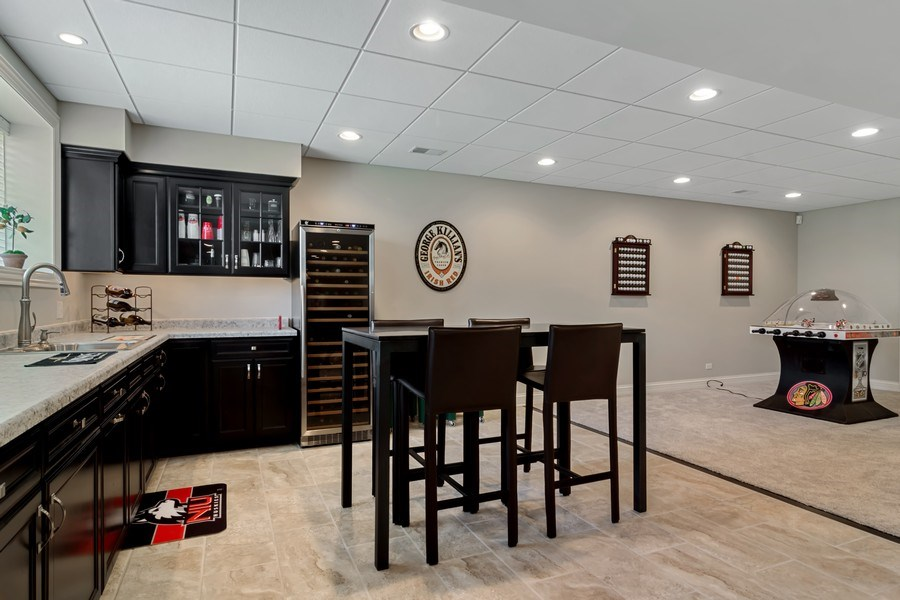 Real Estate Photography - 6 Scarlet Oak, Hawthorn Woods, IL, 60047 - Bar/Kitchen