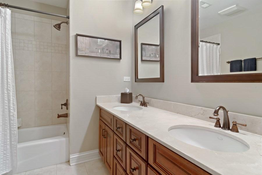 Real Estate Photography - 6 Scarlet Oak, Hawthorn Woods, IL, 60047 - Bathroom