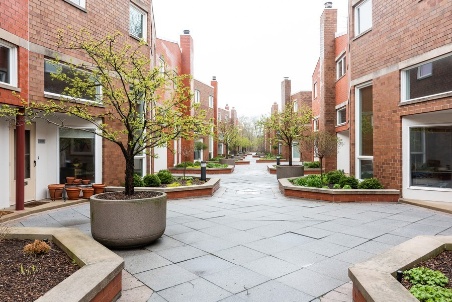 Real Estate Photography - 1215 Central Street #A, Evanston, IL, 60201 - Courtyard
