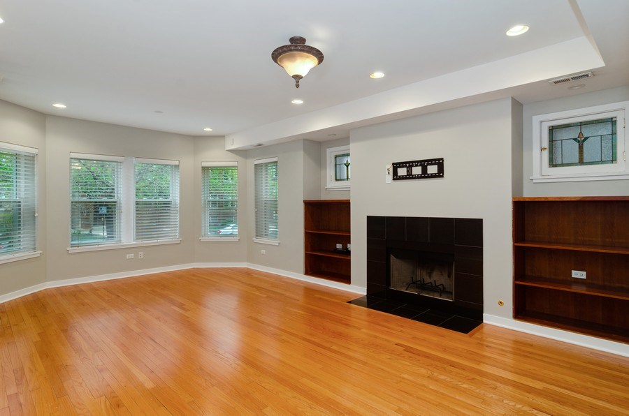 Real Estate Photography - 2055 W Farragut Ave Unit 1, Chicago, IL, 60625 - Living Room