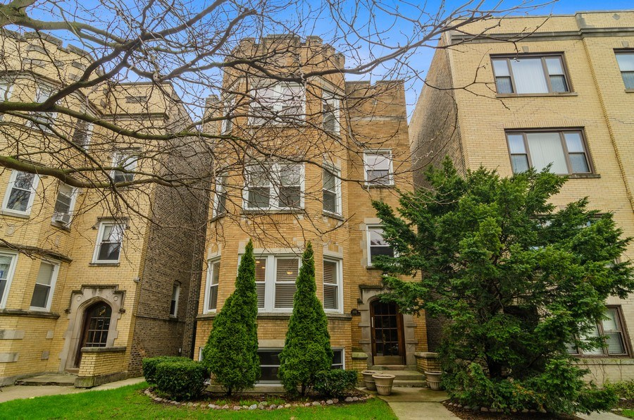 Real Estate Photography - 2055 W Farragut Ave Unit 1, Chicago, IL, 60625 - Front View