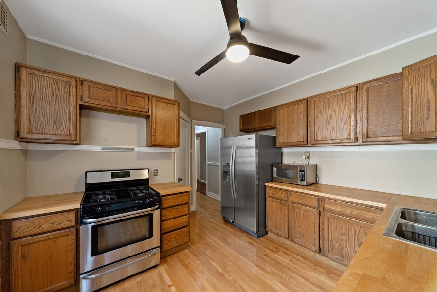 Real Estate Photography - 5901 N. Kenmore Ave. #3, Chicago, IL, 60660 - Kitchen