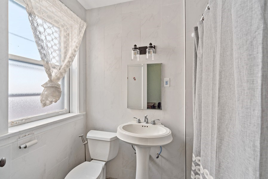 Real Estate Photography - 5901 N. Kenmore Ave. #3, Chicago, IL, 60660 - 3rd Bathroom