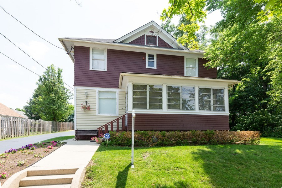 Real Estate Photography - 207 W Station St, Barrington, IL, 60010 - Front View