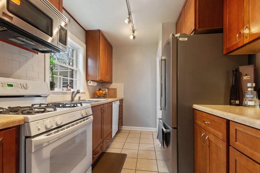 Real Estate Photography - 1327 Lundergan, Park Ridge, IL, 60068 - Kitchen