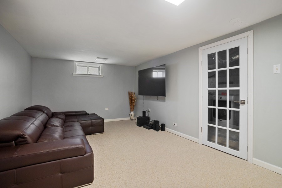 Real Estate Photography - 1327 Lundergan, Park Ridge, IL, 60068 - Family Room