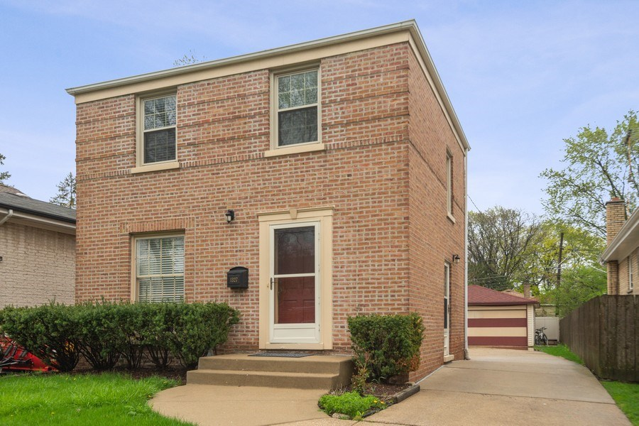 Real Estate Photography - 1327 Lundergan, Park Ridge, IL, 60068 - Front View