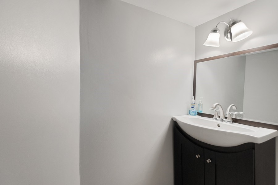 Real Estate Photography - 1327 Lundergan, Park Ridge, IL, 60068 - Half Bath
