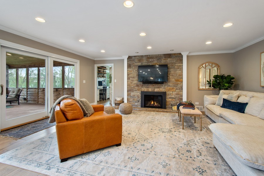 Real Estate Photography - 415 N Valley Rd, Barrington, IL, 60010 - Family Room