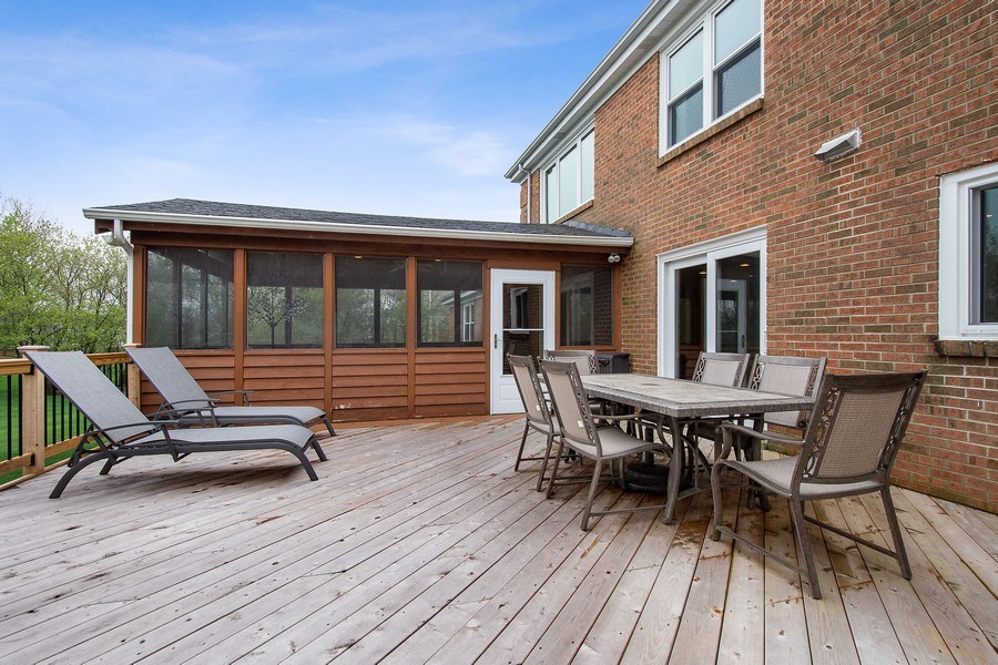 Real Estate Photography - 415 N Valley Rd, Barrington, IL, 60010 - Deck