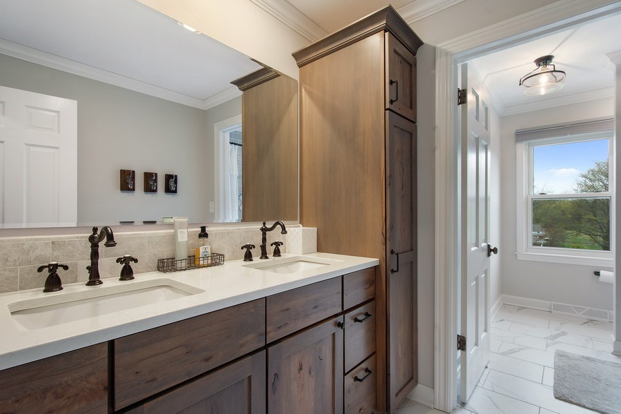 Real Estate Photography - 415 N Valley Rd, Barrington, IL, 60010 - 2nd Bathroom