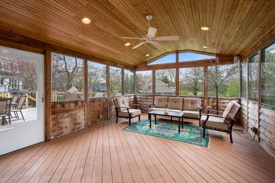 Real Estate Photography - 415 N Valley Rd, Barrington, IL, 60010 - Sun Room