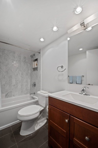 Real Estate Photography - 1440 Lake Shore Drive, 14A, Chicago, IL, 60610 - Bathroom