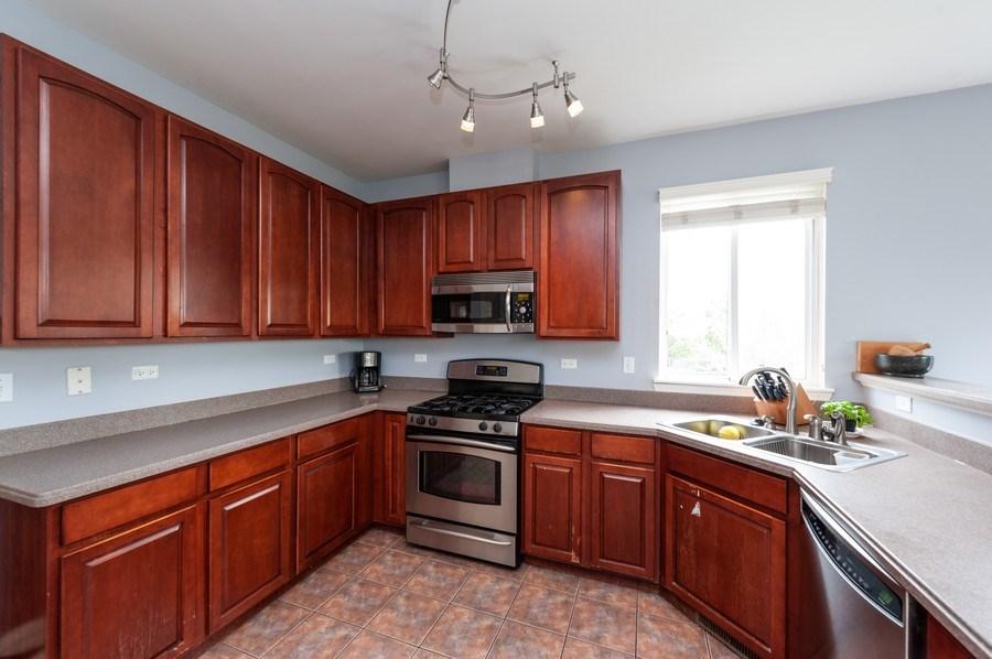 Real Estate Photography - 501 W Cambria Dr, Round Lake, IL, 60073 - Kitchen