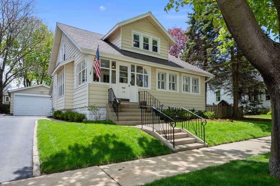 Real Estate Photography - 119 W Russell St, Barrington, IL, 60010 - Front View