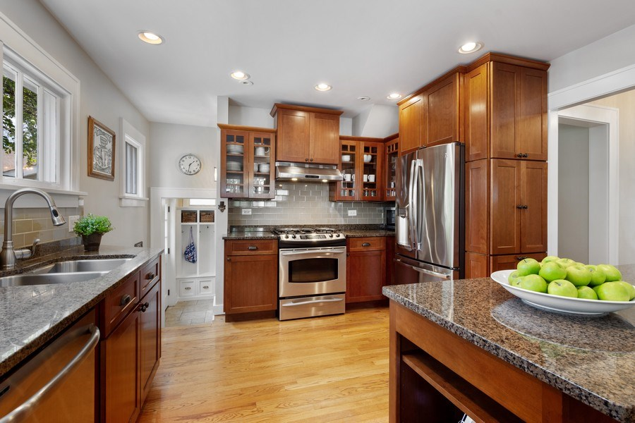 Real Estate Photography - 119 W Russell St, Barrington, IL, 60010 - Kitchen