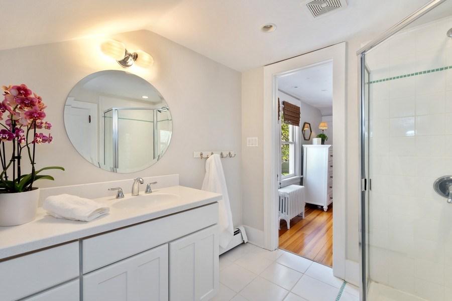 Real Estate Photography - 119 W Russell St, Barrington, IL, 60010 - Jack & Jill Bathroom